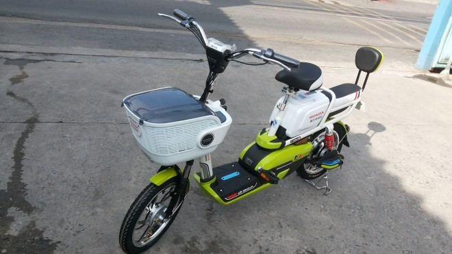 HONDA DreamA6 green